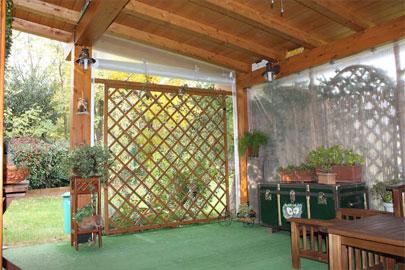 Tenere al caldo in casa coperture laterali per gazebo in pvc for Portico laterale in stile casa in stile charleston